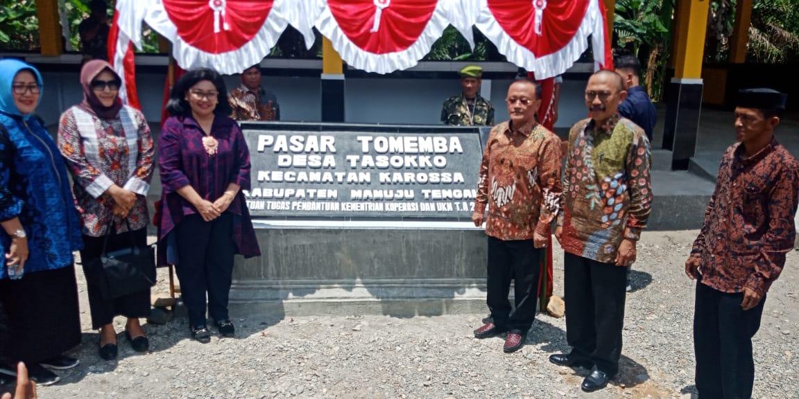 Bupati Mamuju Tengah Bersama Deputi Propasar Kemenkop UKM Resmikan Pasar Rakyat Tomemba