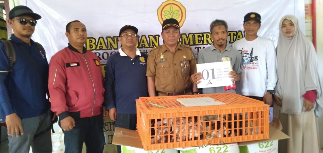 Penyerahan Program Bantuan Ayam Ternak di Desa Salumanurung Mamuju Tengah