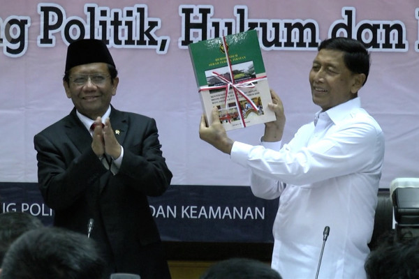 Sertijab Menko Polhukam Wiranto kepada Mahfud MD