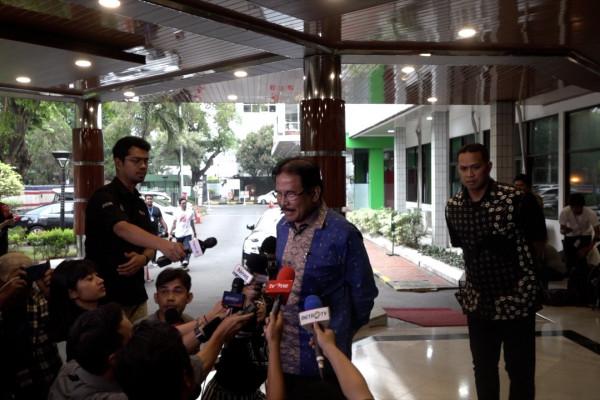 Sofyan Djalil sebut Wiranto mulai latihan berjalan