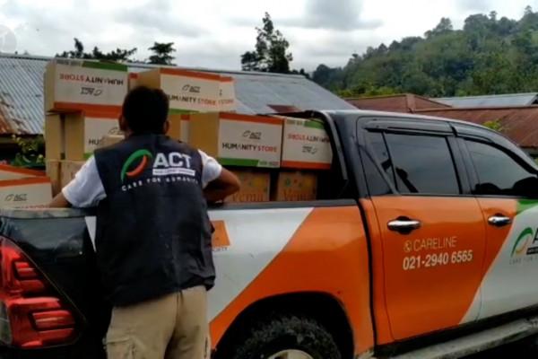 Paket bantuan pertama yang datang untuk korban banjir bandang Sigi