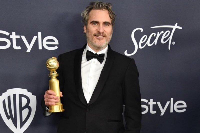 Joaquin Phoenix pakai tuksedo yang sama untuk kurangi limbah fesyen