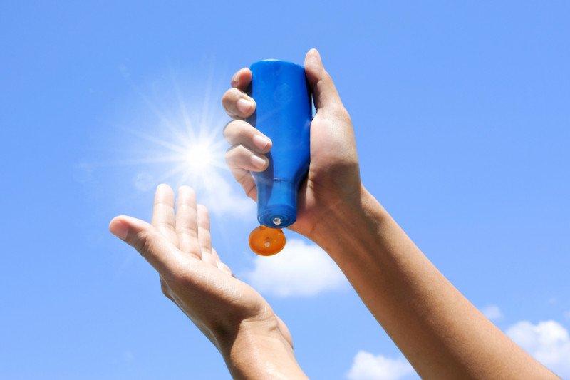 Alasan tabir surya perlu tetap digunakan meskipun #dirumahaja