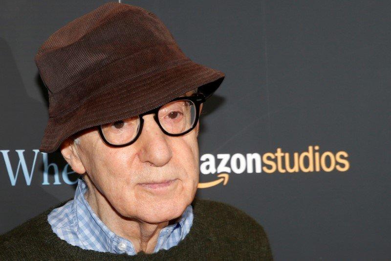 Di tengah tuduhan pelecehan, memoar Woody Allen tetap diterbitkan