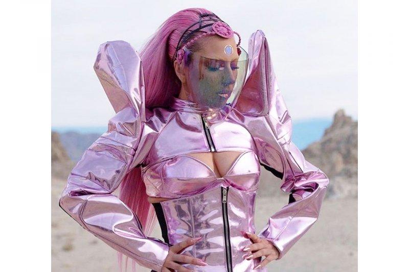 """Lady Gaga umumkan tanggal rilis album """"Chromatica"""""""