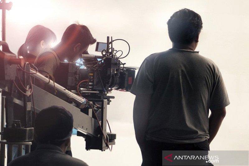 Lebih asyik mana, bikin film anggaran besar atau produksi lama?