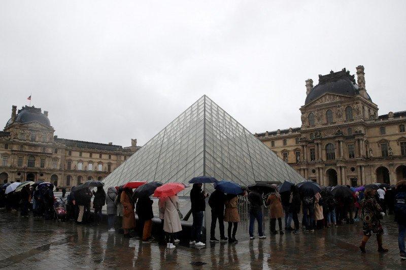 Museum Louvre Paris tutup karena staf mogok kerja akibat virus corona