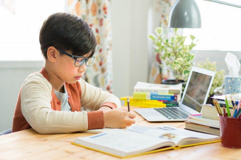 Sekolah daring dari rumah, ini tips untuk penyesuaian diri anak