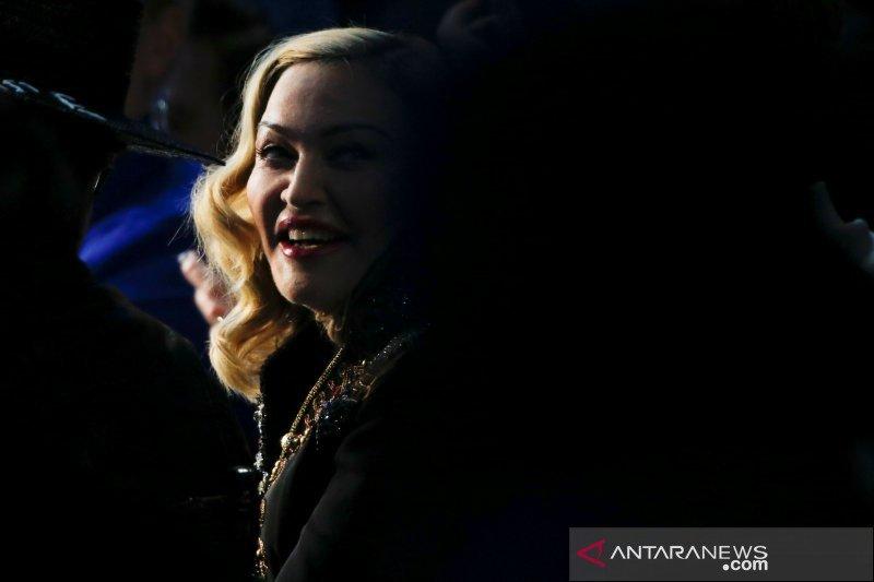 Madonna ikut aksi protes kematian George Floyd meski cedera lutut