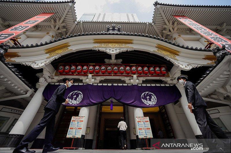 Teater Kabuki Jepang dibuka kembali setelah tutup 5 bulan