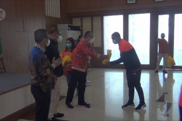 Dapat APD dari Kemenpora, atlet Maluku harus kampanyekan protokol kesehatan