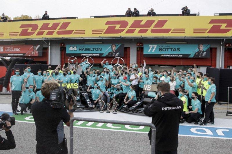 Mercedes rayakan titel ketujuh dengan bersulang secara virtual