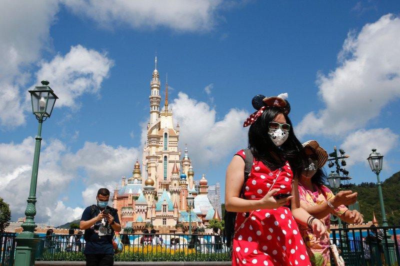Disneyland California akhirnya dibuka setelah tutup 1 tahun