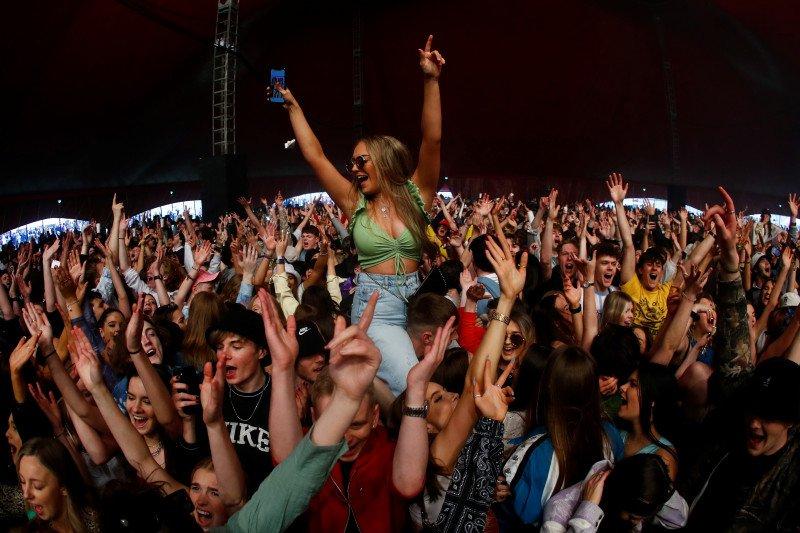 Inggris gelar eksperimen penyebaran COVID-19 melalui festival musik