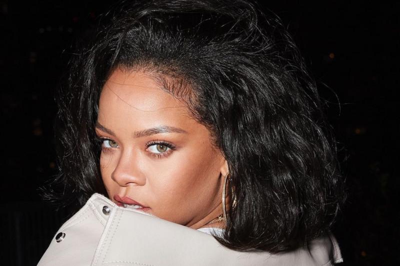 Komentar Rihanna soal gelar miliarder barunya